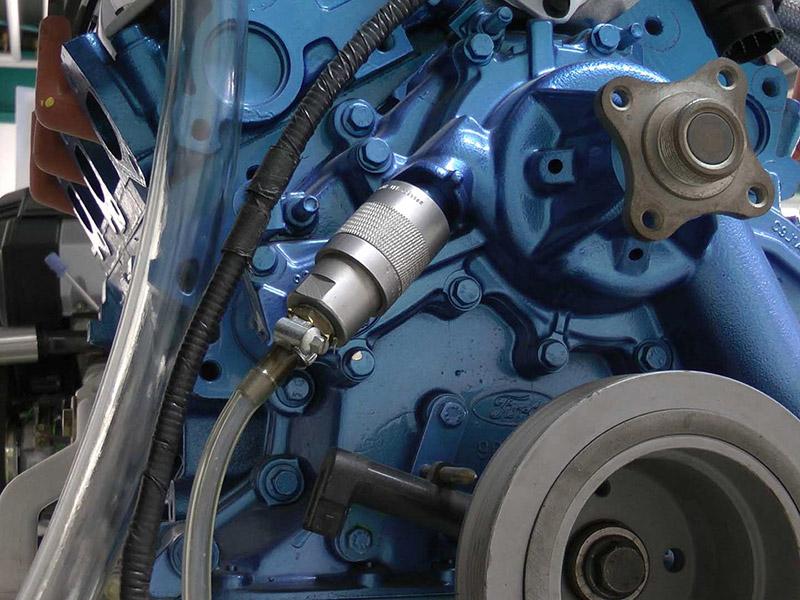 Dichtigkeitsprüfung an einem Motorenprüfstand mit dem Schnellanschluss TW800